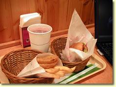 管理人のお気に入りはホットチキンバーガー、いつもセットで注文する
